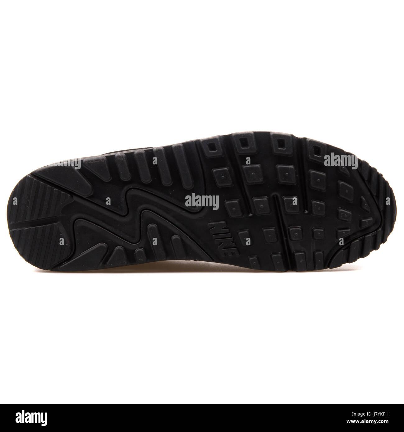 pretty nice 16163 831b1 Nike WMNS Air Max 90 Premium Damen Schwarz glänzend Sneakers - 443817-002  Stockbild