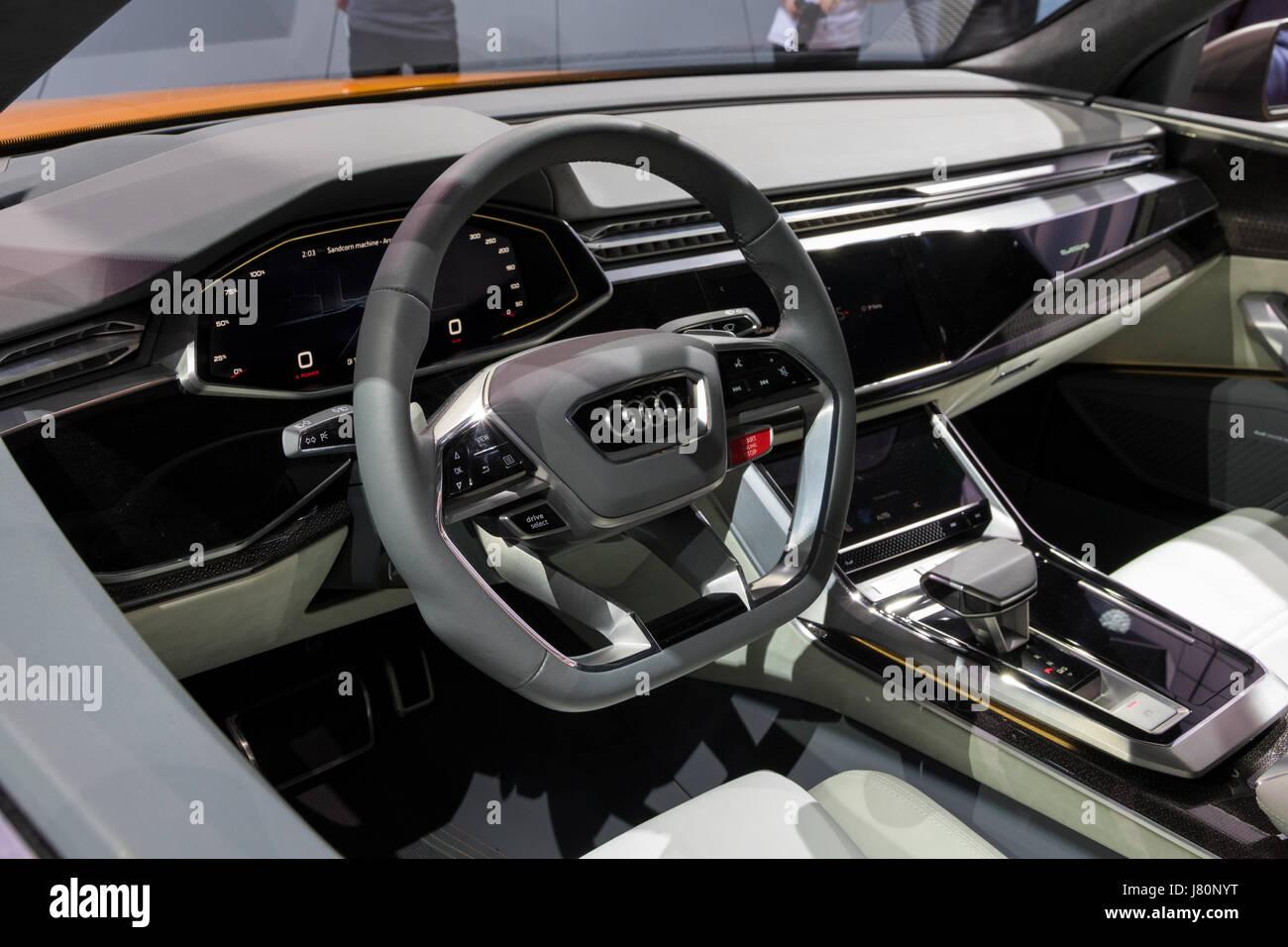genf, schweiz - 7. märz 2017: innenraum des neuen audi q8 auto bei