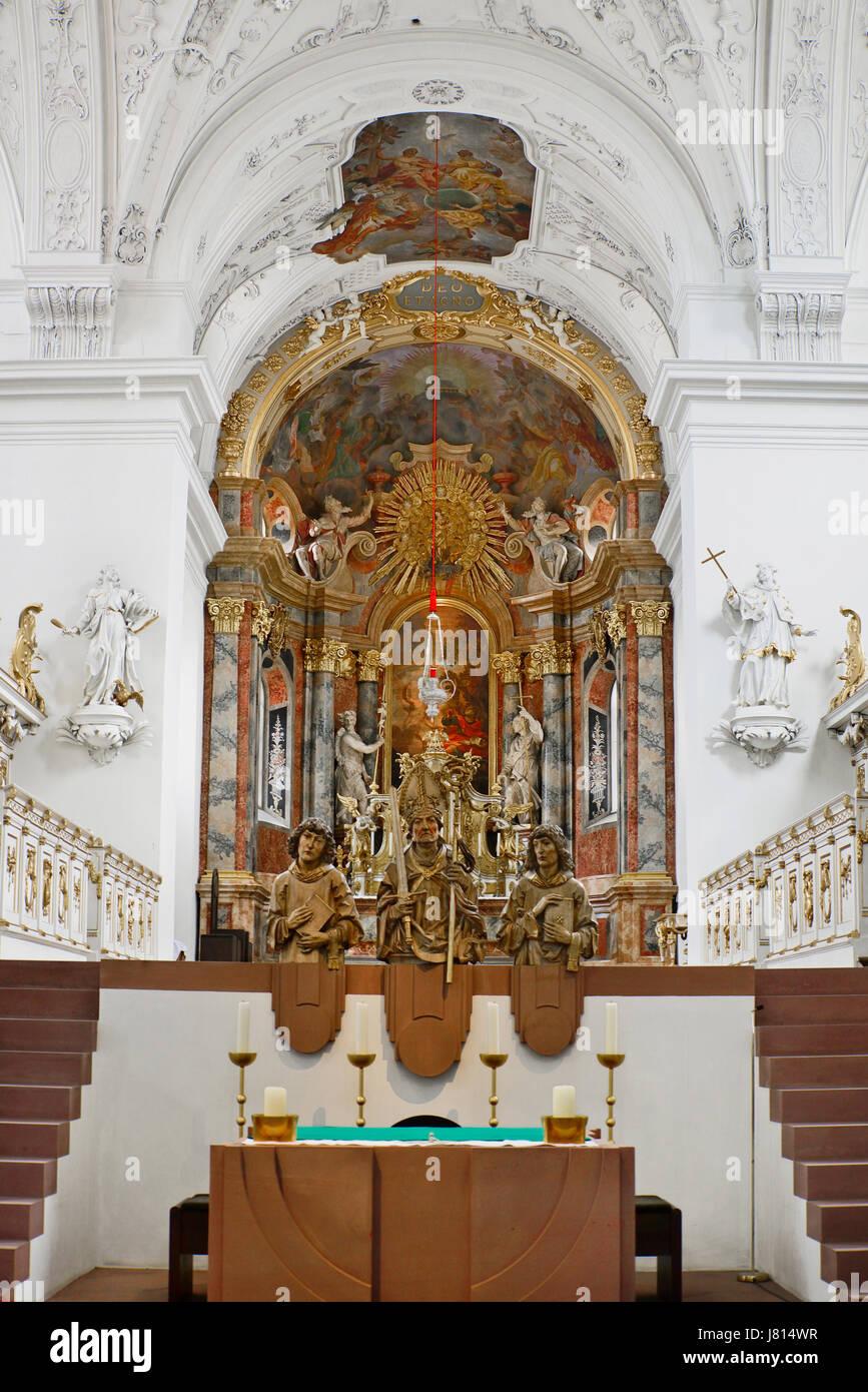 Deutschland, Bayern, Würzburg, Neumünster Kirche, Statuen der 3 Märtyrer Colonan Kilian und Totnan. Stockbild