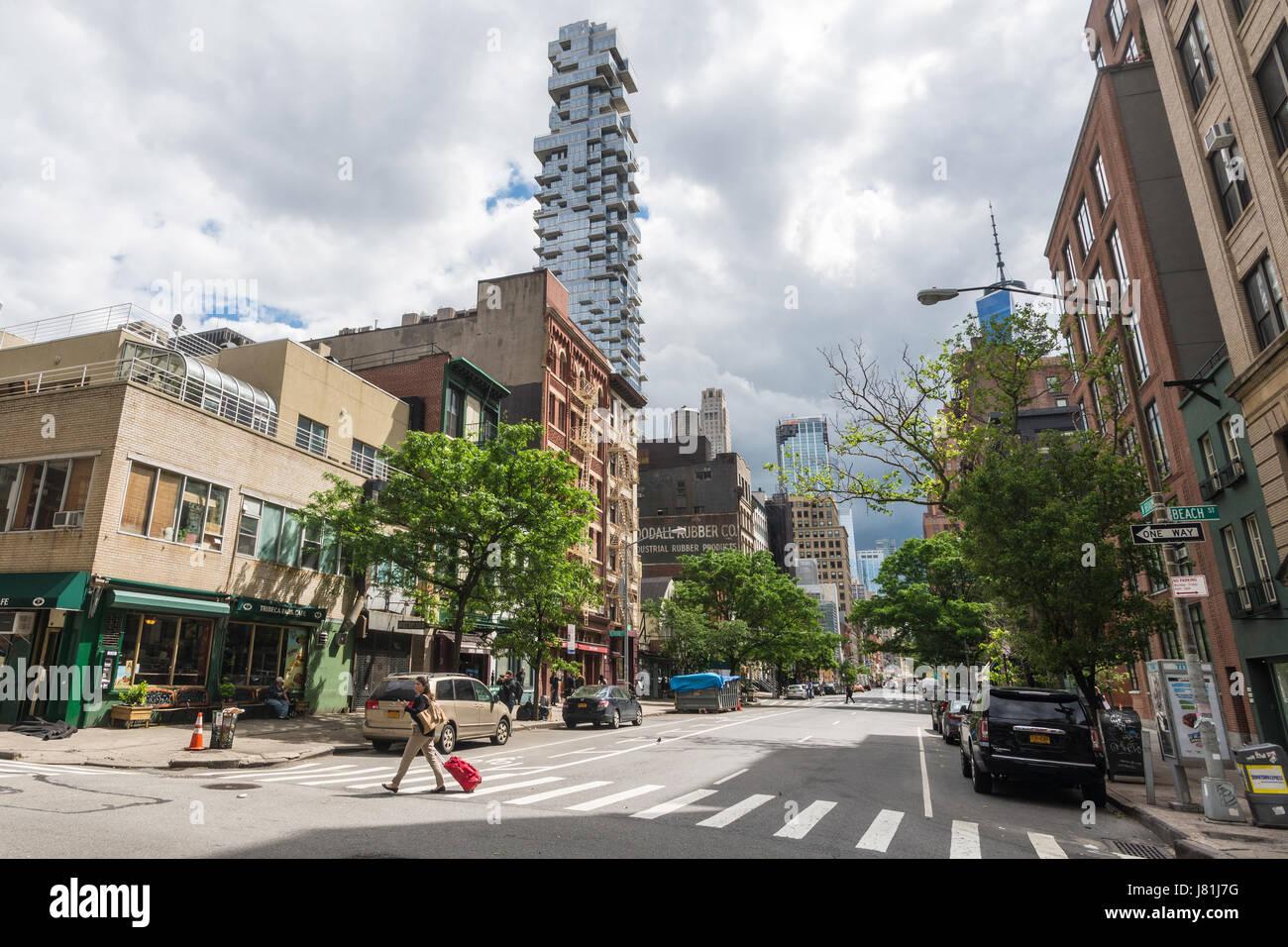 New York, USA. 26. Mai 2017. Leere Straßen im TriBeCa am Freitag vor dem Memorial Day Wochenende als New Yorker Stockbild