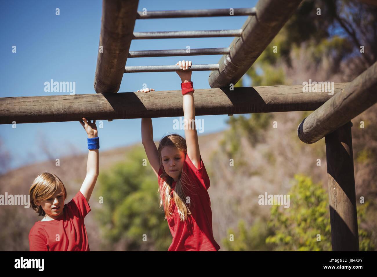 Klettergerüst Boot : Passen sie frau klettern klettergerüst u stockfoto
