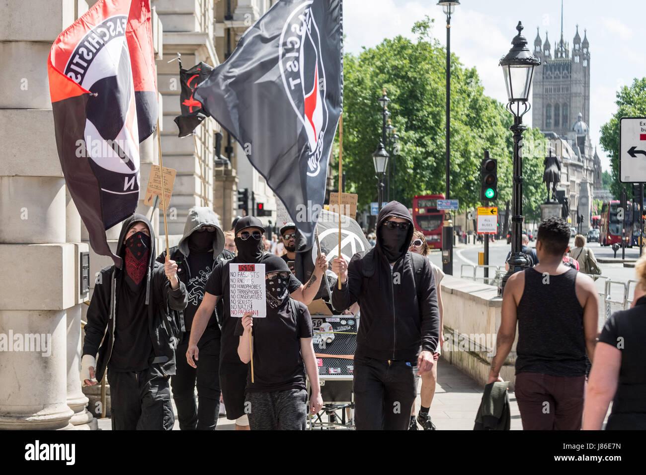London uk 27 mai 2017 eine kleine gruppe von for Kleine esstisch gruppe
