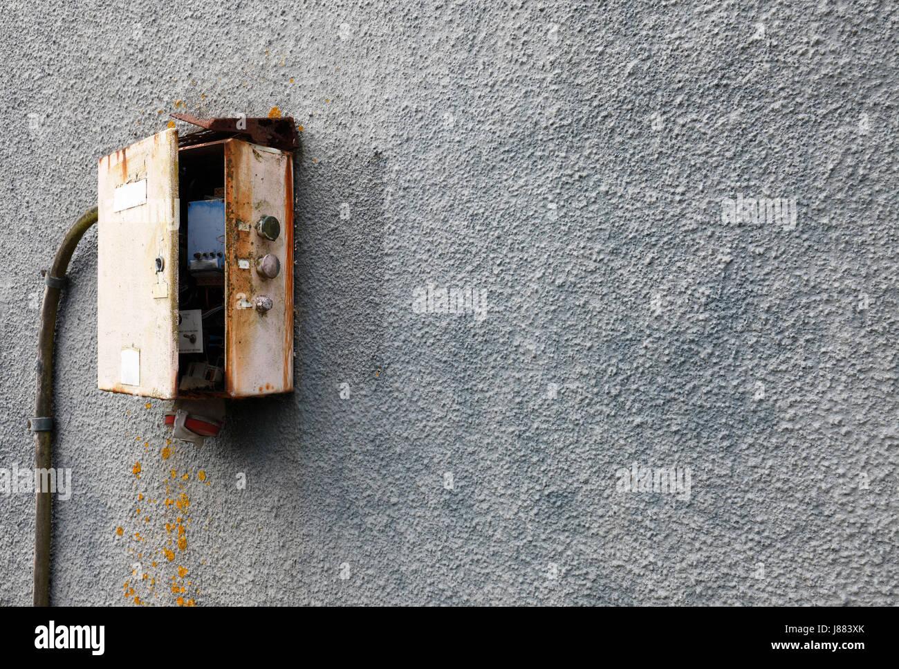 Altmodisches elektrische Sicherungskasten oder Art Installation ...