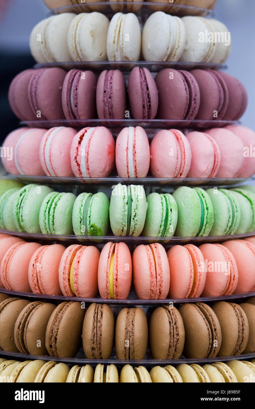 Bunte gestapelten französische Macarons Stockbild