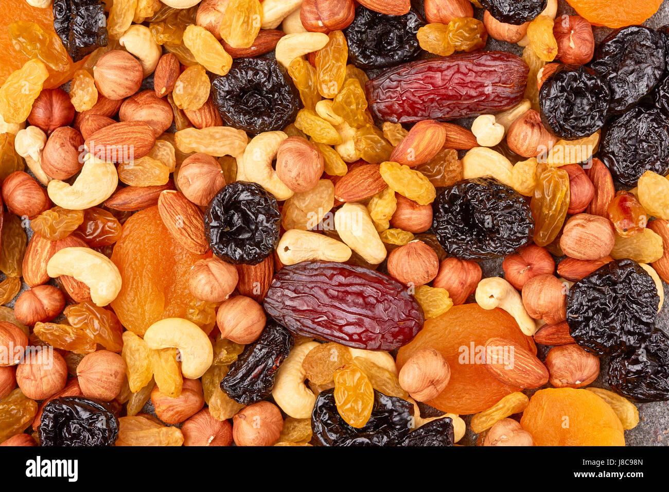 Mischung aus getrockneten Früchten und Nüssen Stockbild