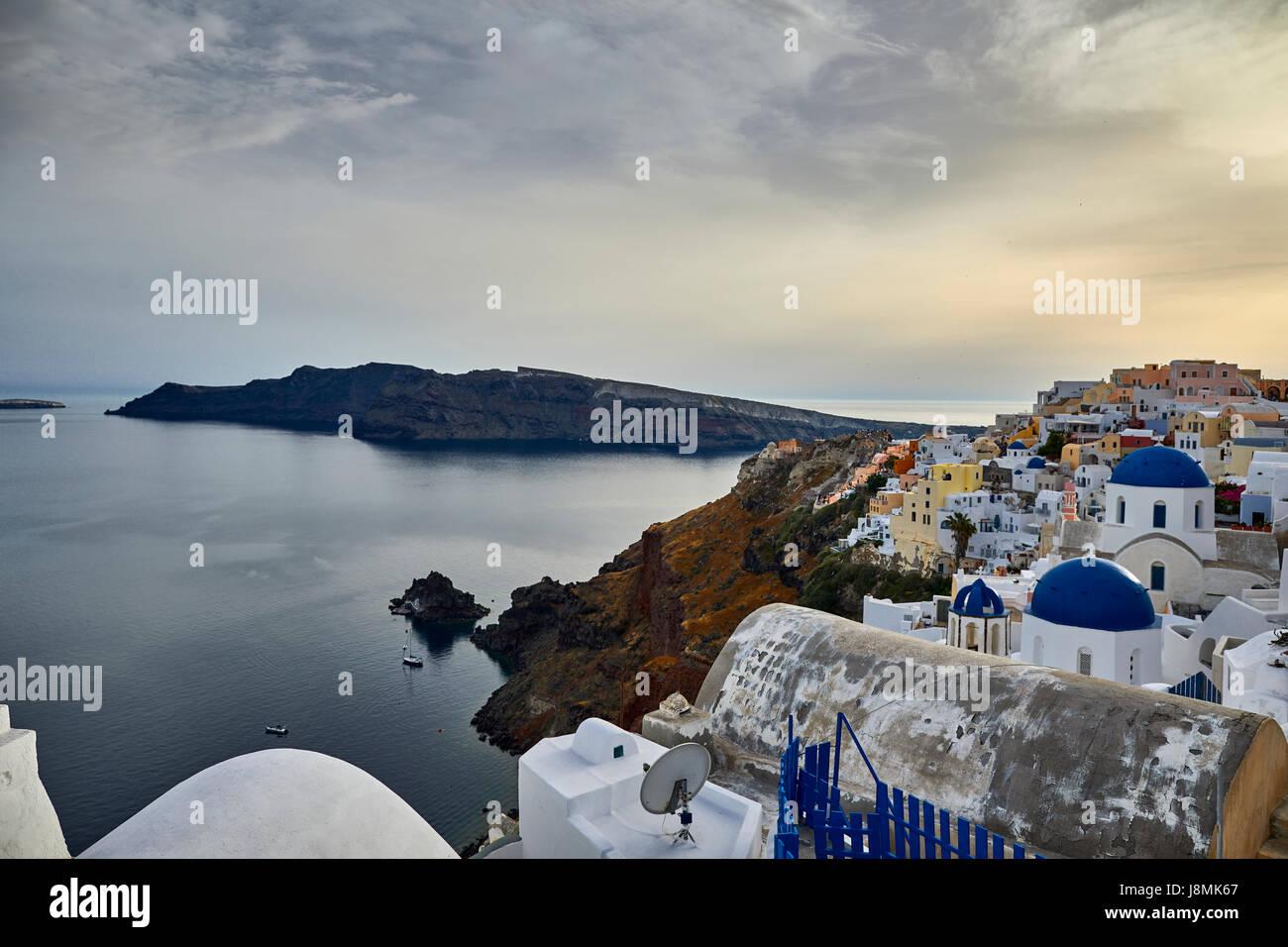 Vulkanische griechische Insel Santorin eine der Kykladen im Ägäischen Meer.  Oia-Bereich Stockfoto