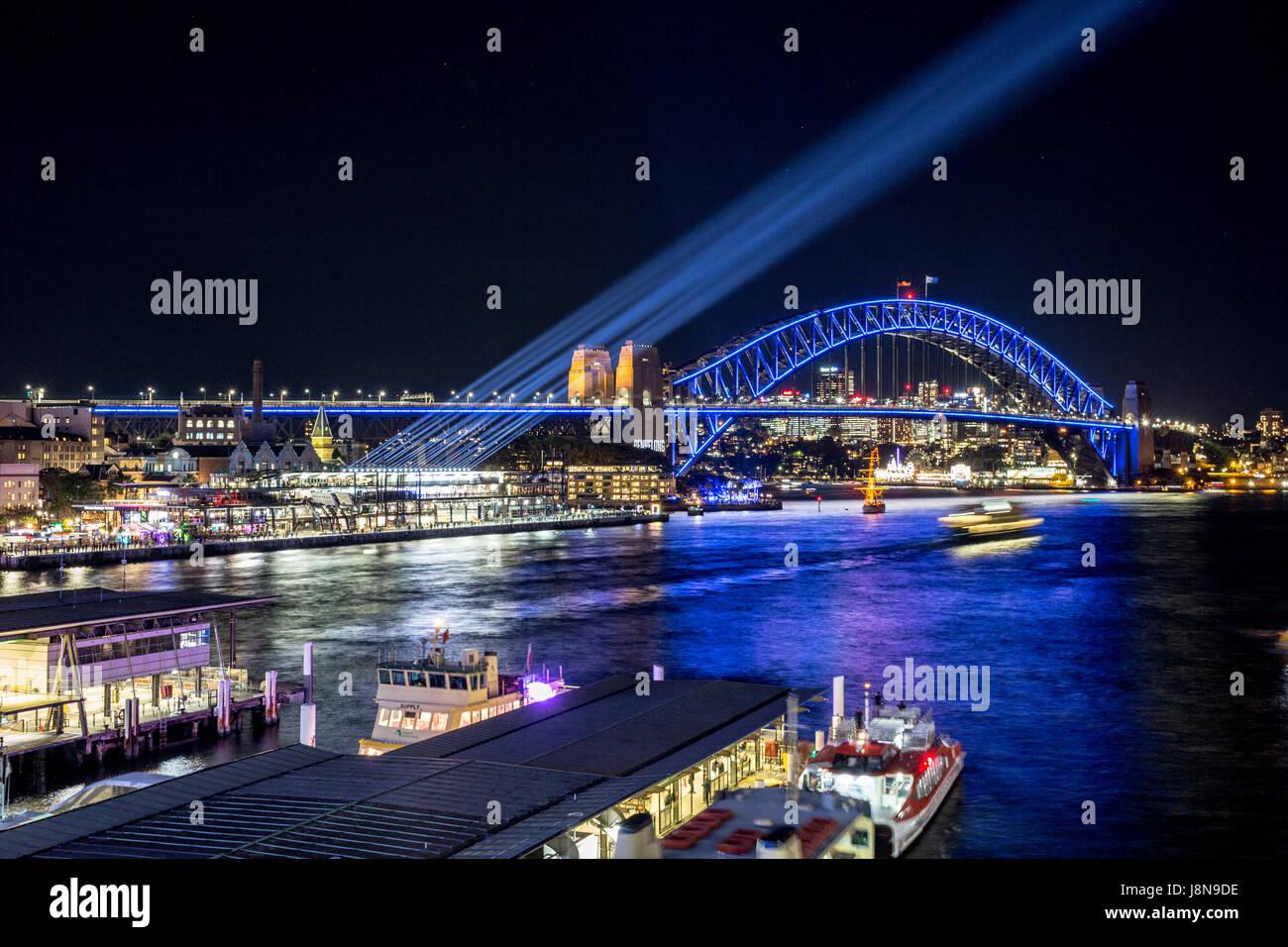 Sydney, Australien, Dienstag 30. Mai 2017.Sydney Harbour Bridge und Vivid Sydney Lichtshow am Circular Quay. Bildnachweis: Stockbild