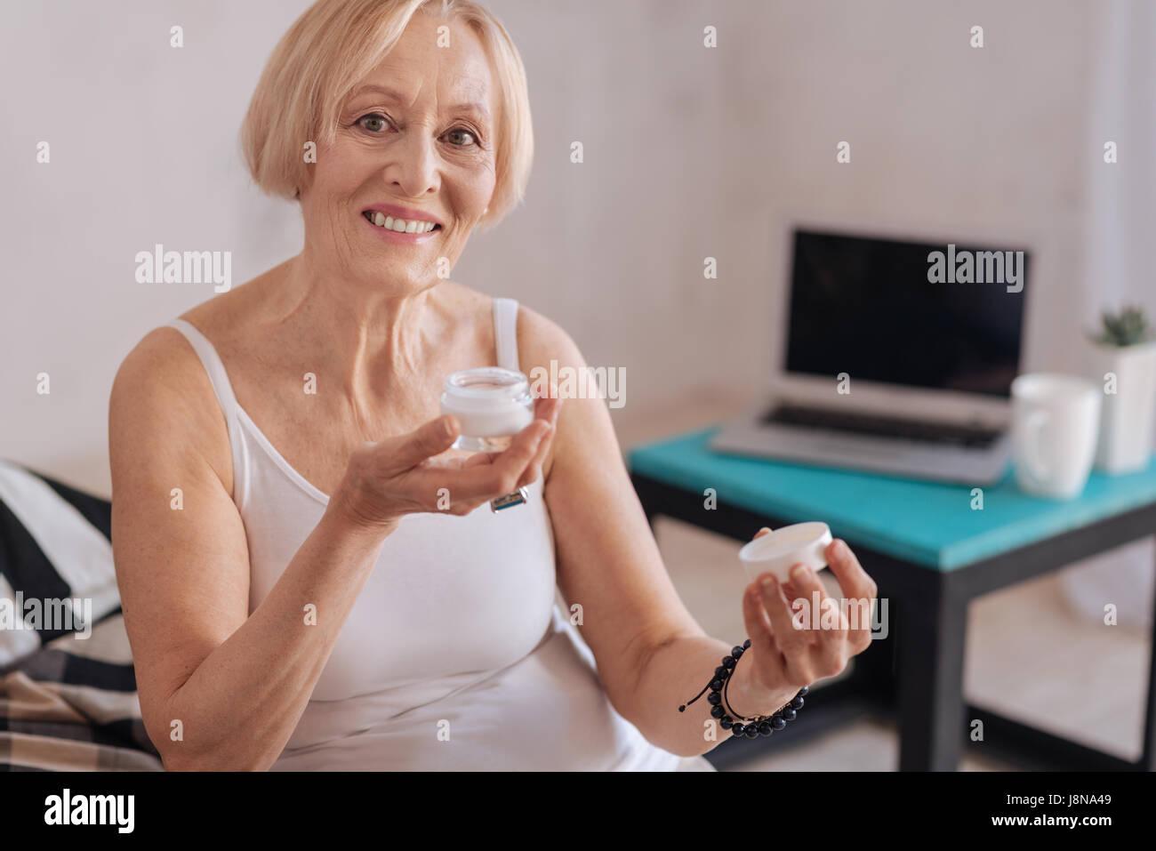 Reife Iris von Gesicht sittting