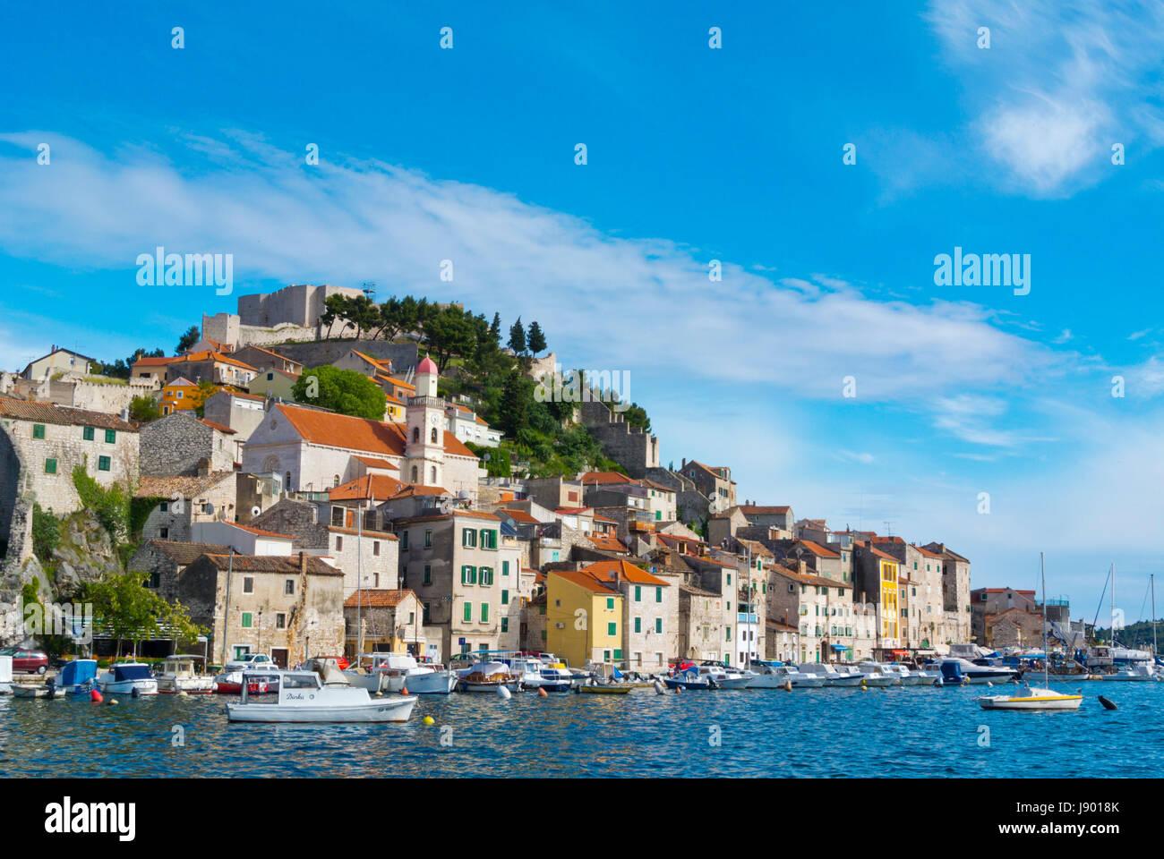 St Michaels Festung auf Hügel, Dolac Nachbarschaft, Sibenik, Dalmatien, Kroatien Stockfoto