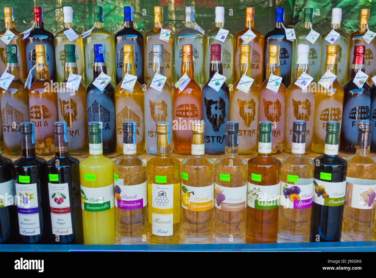 Schnaps, Wein, lokale alkoholische Getränke, Markt, Poljana Mata ...