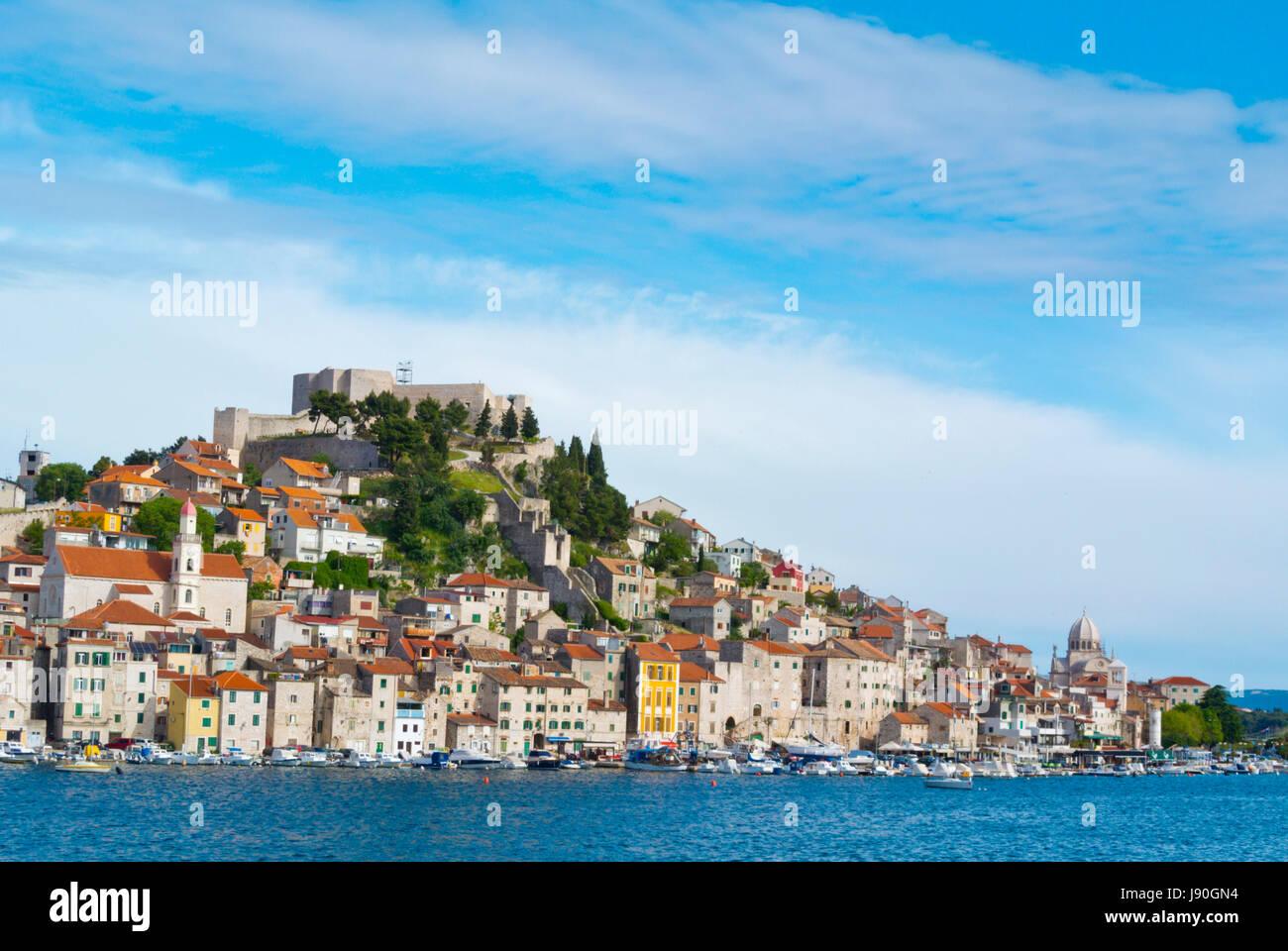 St Michaels Festung auf Hügel, Dolac Nachbarschaft, Sibenik, Dalmatien, Kroatien Stockbild