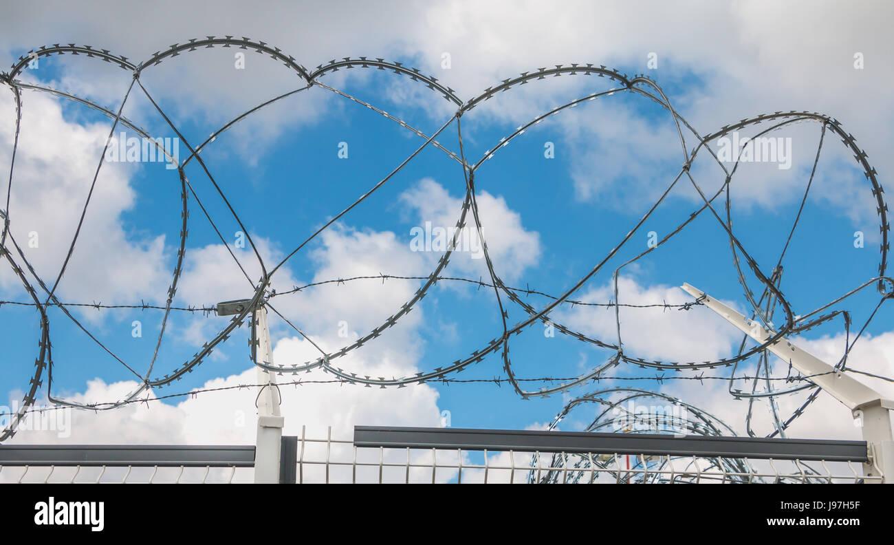 Concertina Wire Stockfotos & Concertina Wire Bilder - Alamy