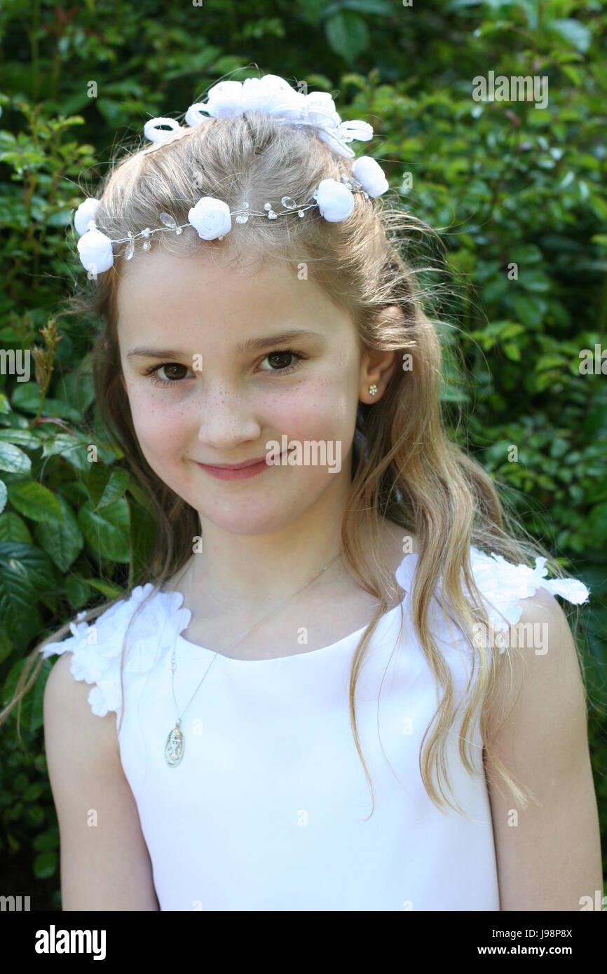 Mädchen frisuren kommunion 32 Wunderschöne