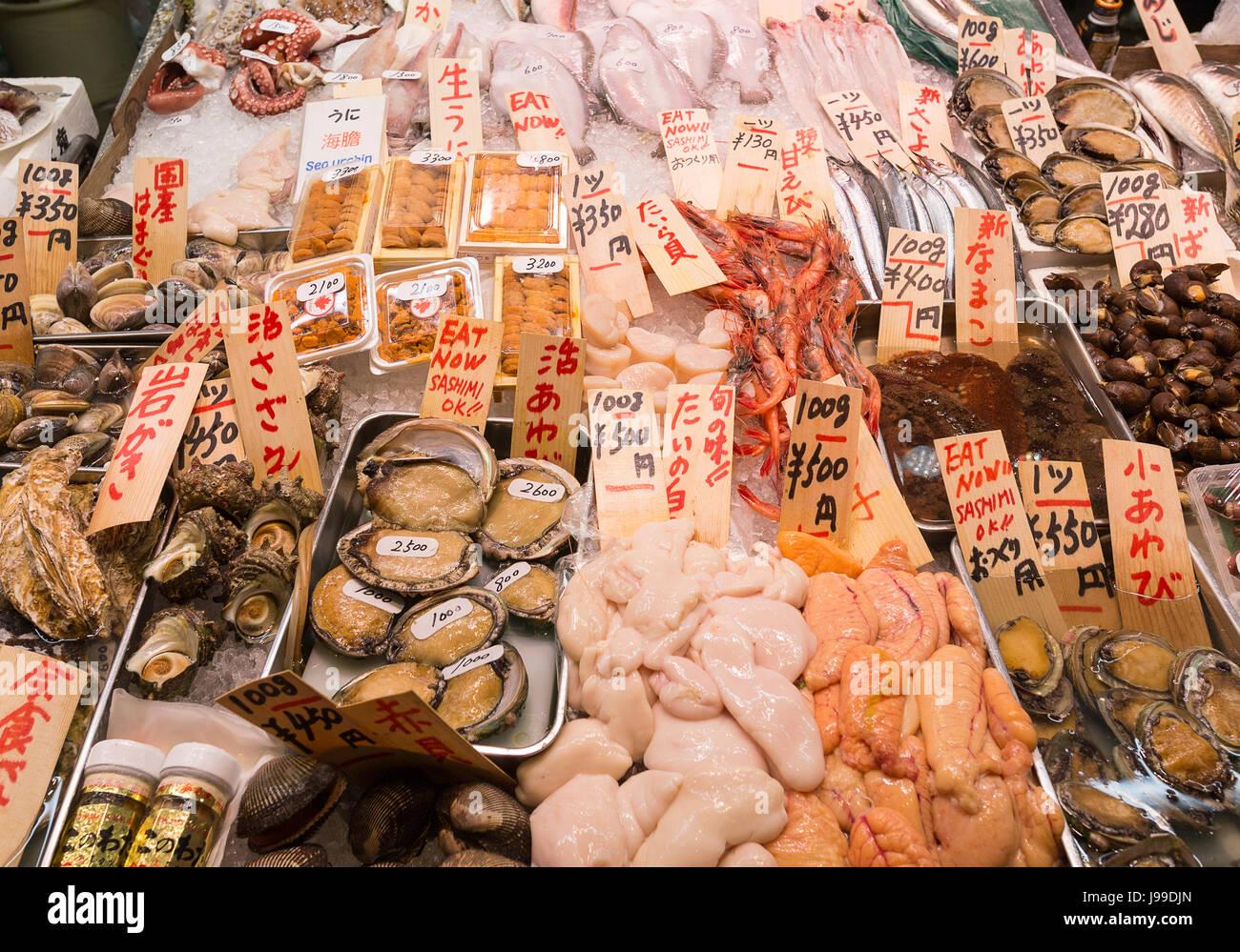 Fisch zum Verkauf - Kyoto-Nishiki Markt Japan Stockbild