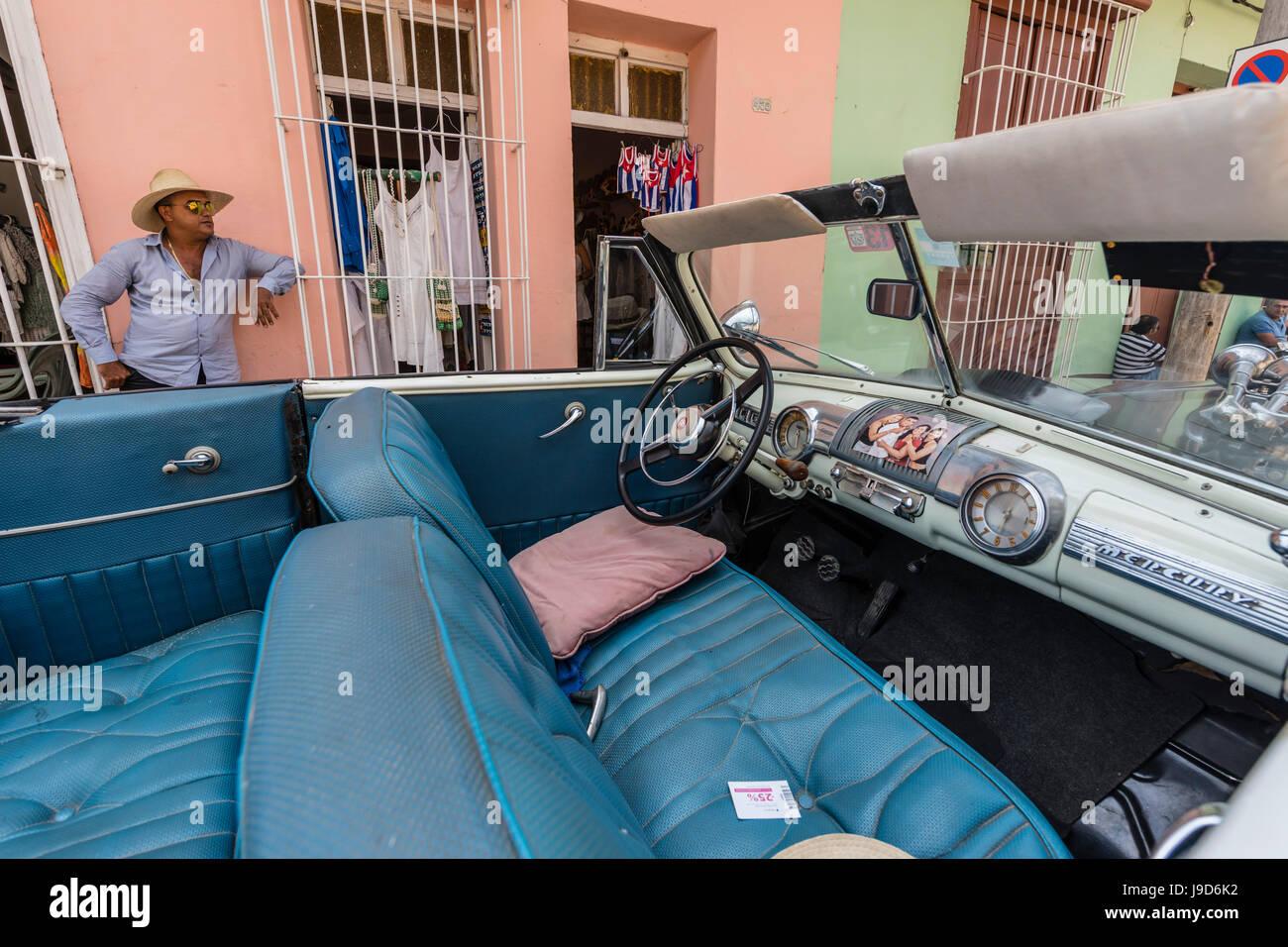 Ein Jahrgang 1948 Quecksilber acht amerikanische Auto arbeitet als ein Taxi in die Stadt Trinidad, Kuba, Karibik, Stockbild