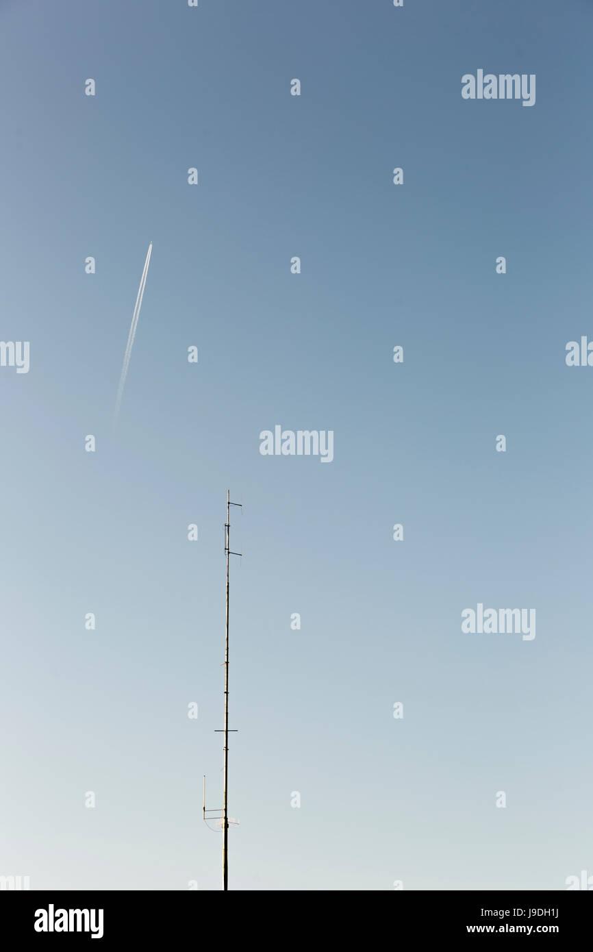 Ein Strahl durch den Himmel gehen. Stockbild