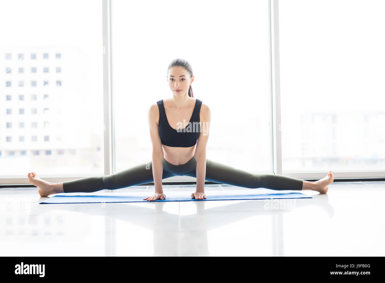 Sportbekleidung Praktizieren Übung Tragen Junge Yoga In Yoga Frau 7RXZzvq