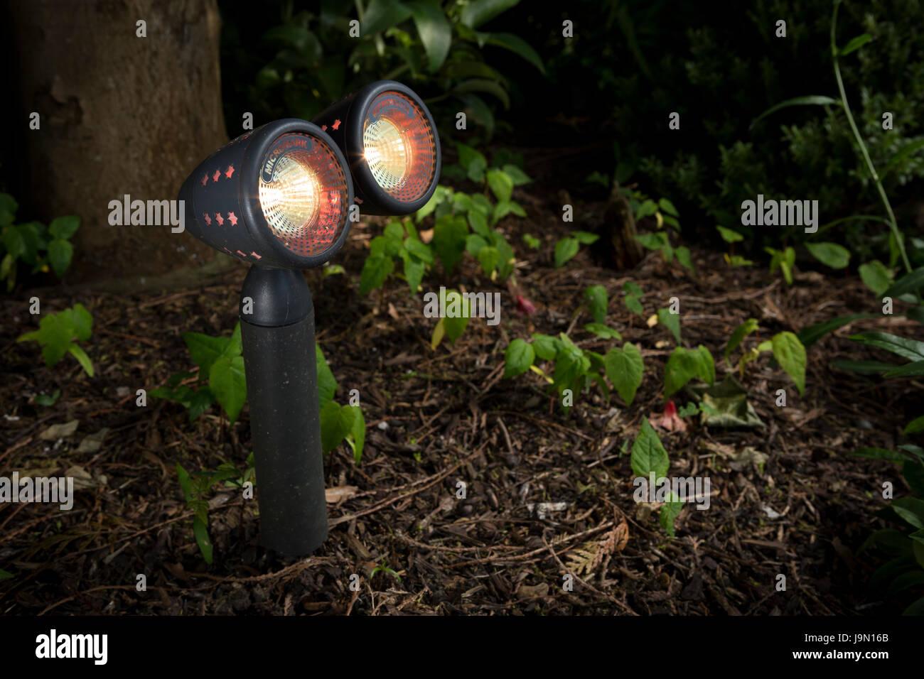 Garten wetterfest Beleuchtung. Spot-Beleuchtung, die in Ihrem Garten ...