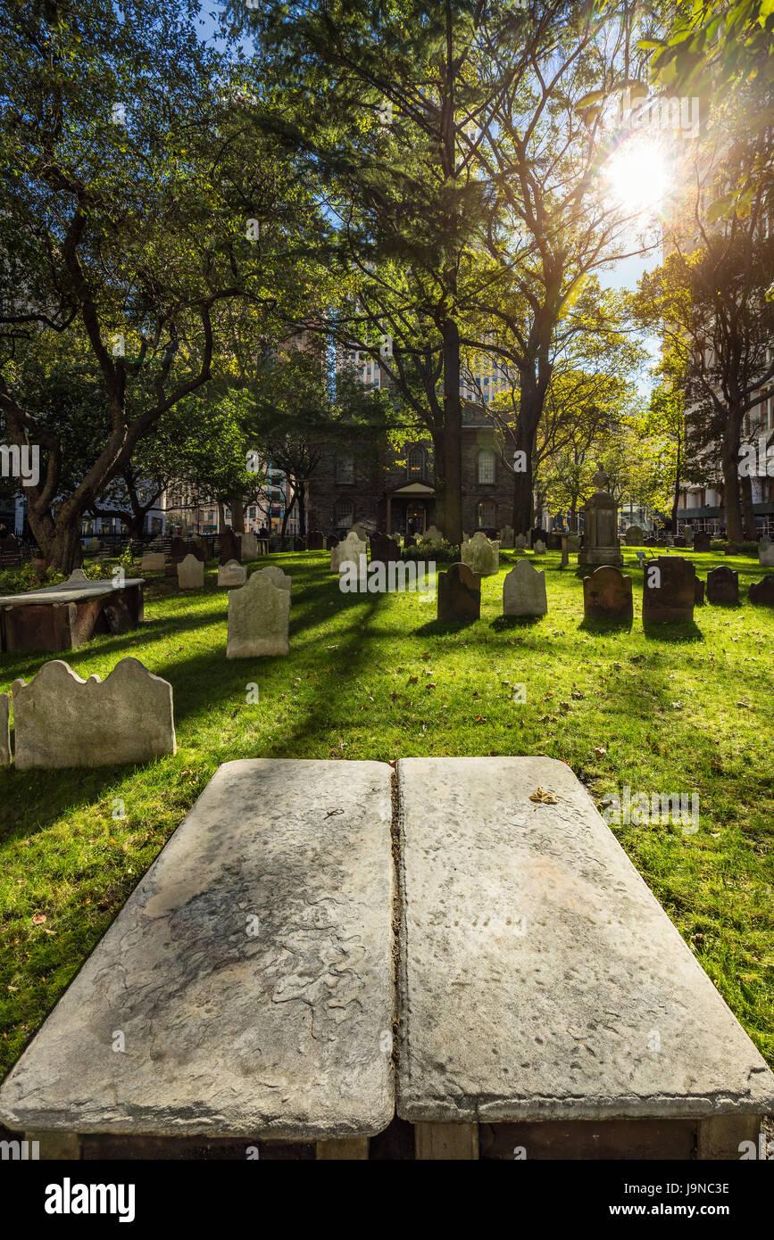 Saint Pauls Kapelle Friedhof. Bankenviertel, Lower Manhattan, New York City Stockbild