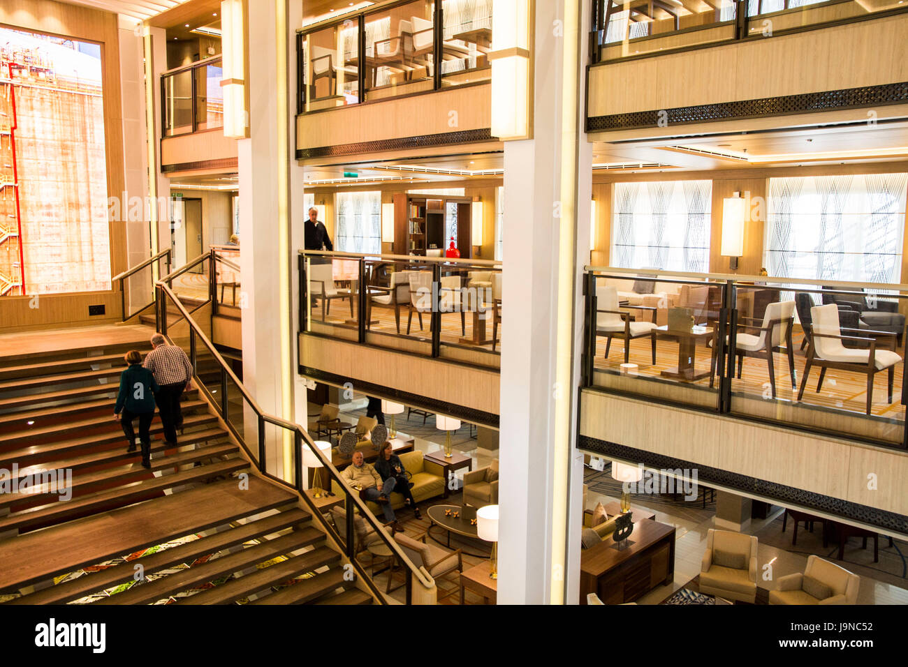 Die hohen Atrium mit Blick auf die Viking Wohnzimmer - ein beliebter ...