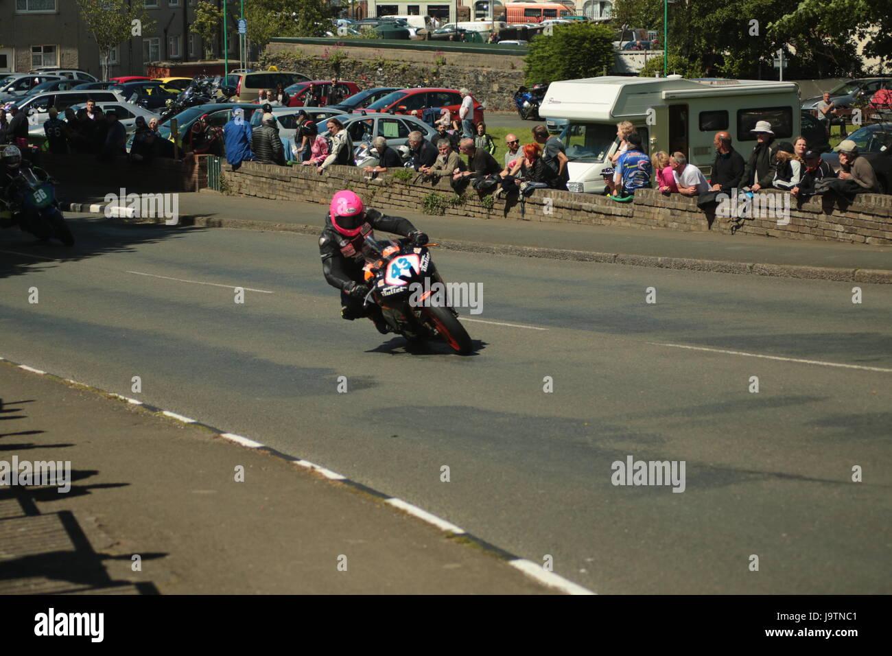 Isle Of Man TT Races, Beiwagen, Supersport/geringes Gewicht/Newcomer (alle Klassen) Qualifying Session und Practice Stockbild