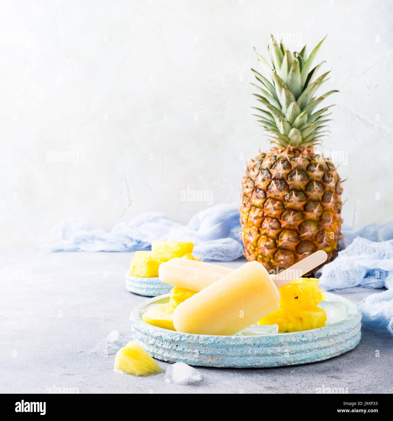 Hausgemachte Ananas Eis am Stiel Stockbild