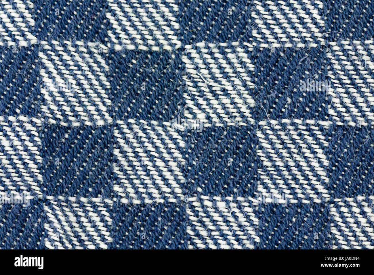 Nahaufnahme eines blauen quadratischen weißen detaillierte Strukturstoff patte Stockbild