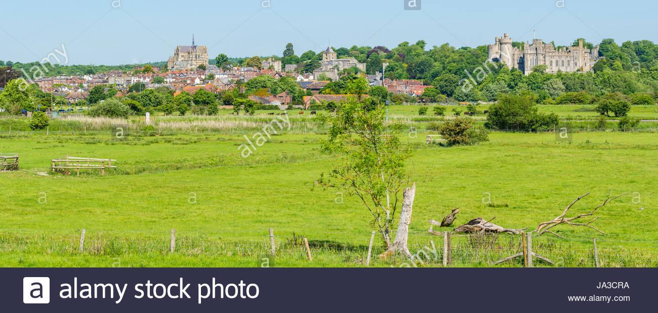 Arundel. Panoramablick von der Marktstadt Arundel über Felder in West Sussex, England, UK. Stockbild