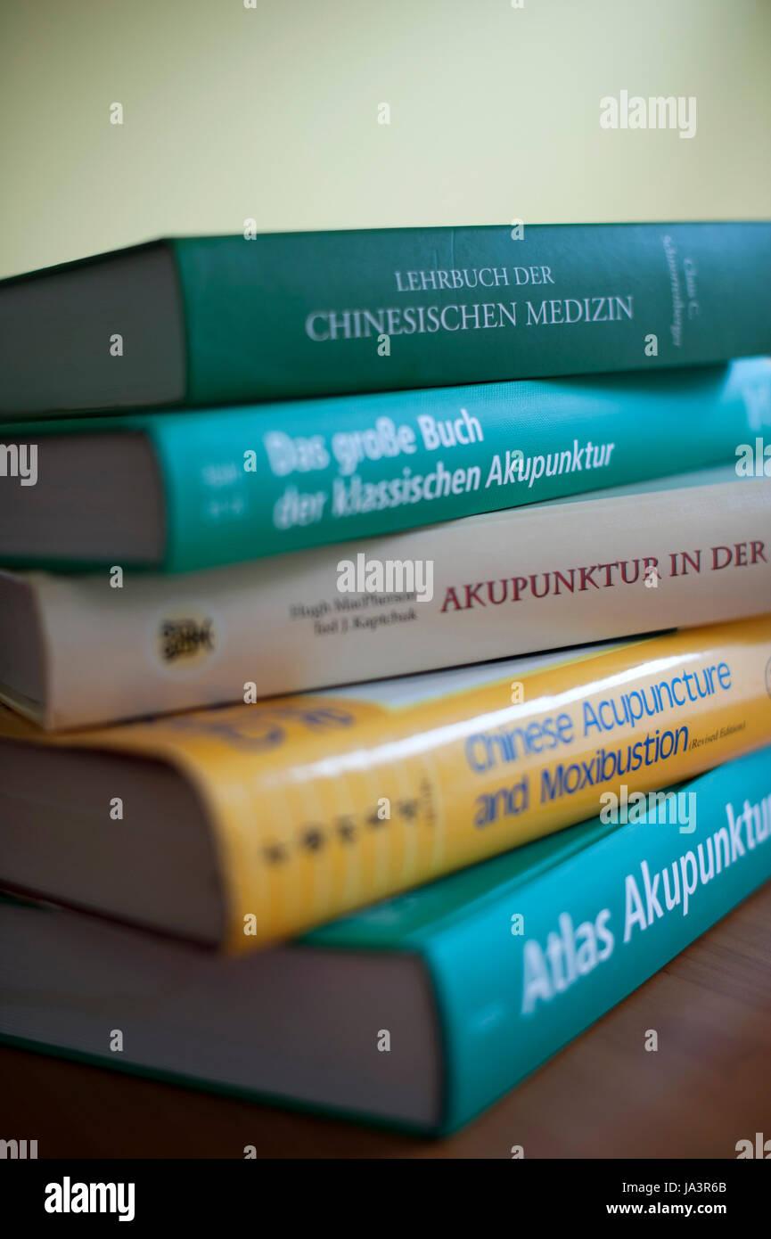 Bücher über Akupunktur und chinesische Medizin. Stockbild