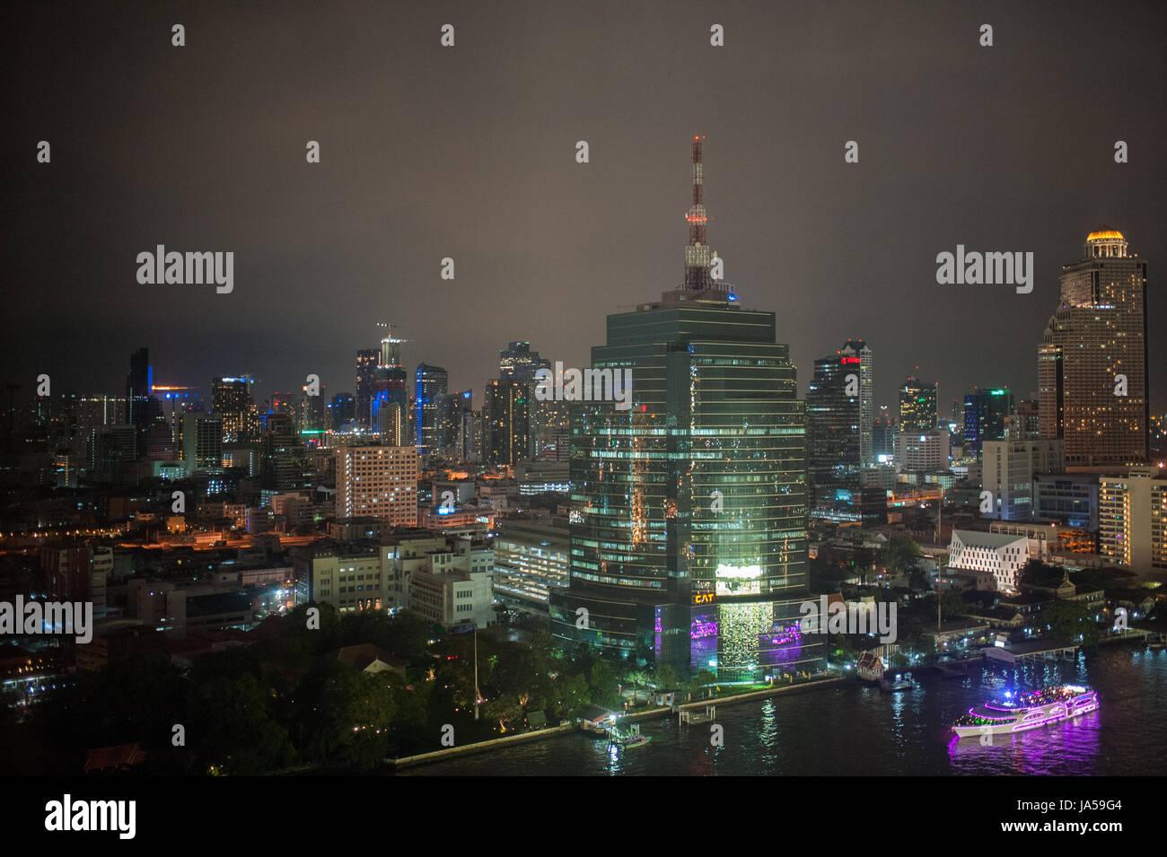Bangkok bei Nacht Stockbild