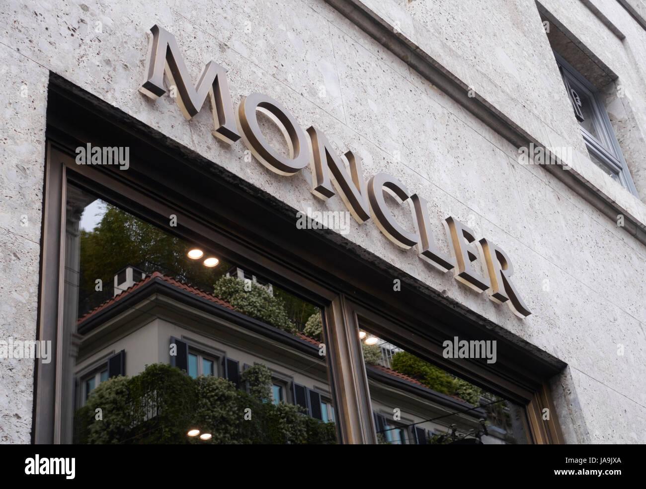 online store 1a5de 6cf7d Moncler-Logo an der Fassade des Ladens in via Montenapoleone ...