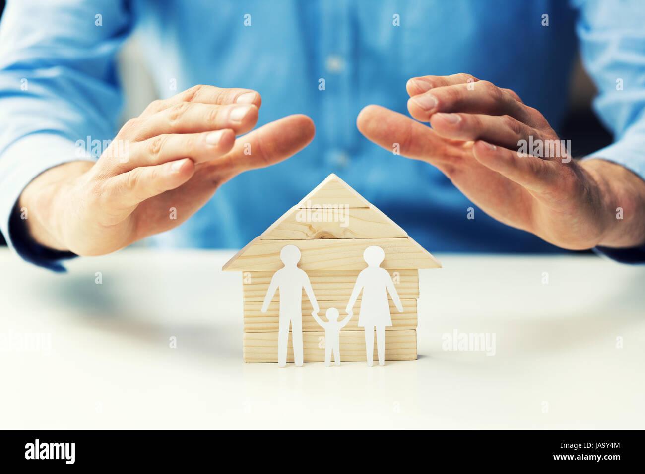 Eigentum, Lebens- und Krankenversicherung Familienkonzept Stockbild