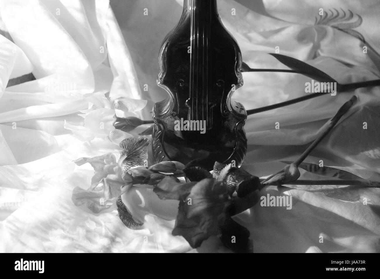 Kristall Flasche Mit Wein In Form Von Violine Und Iris Blume Schone