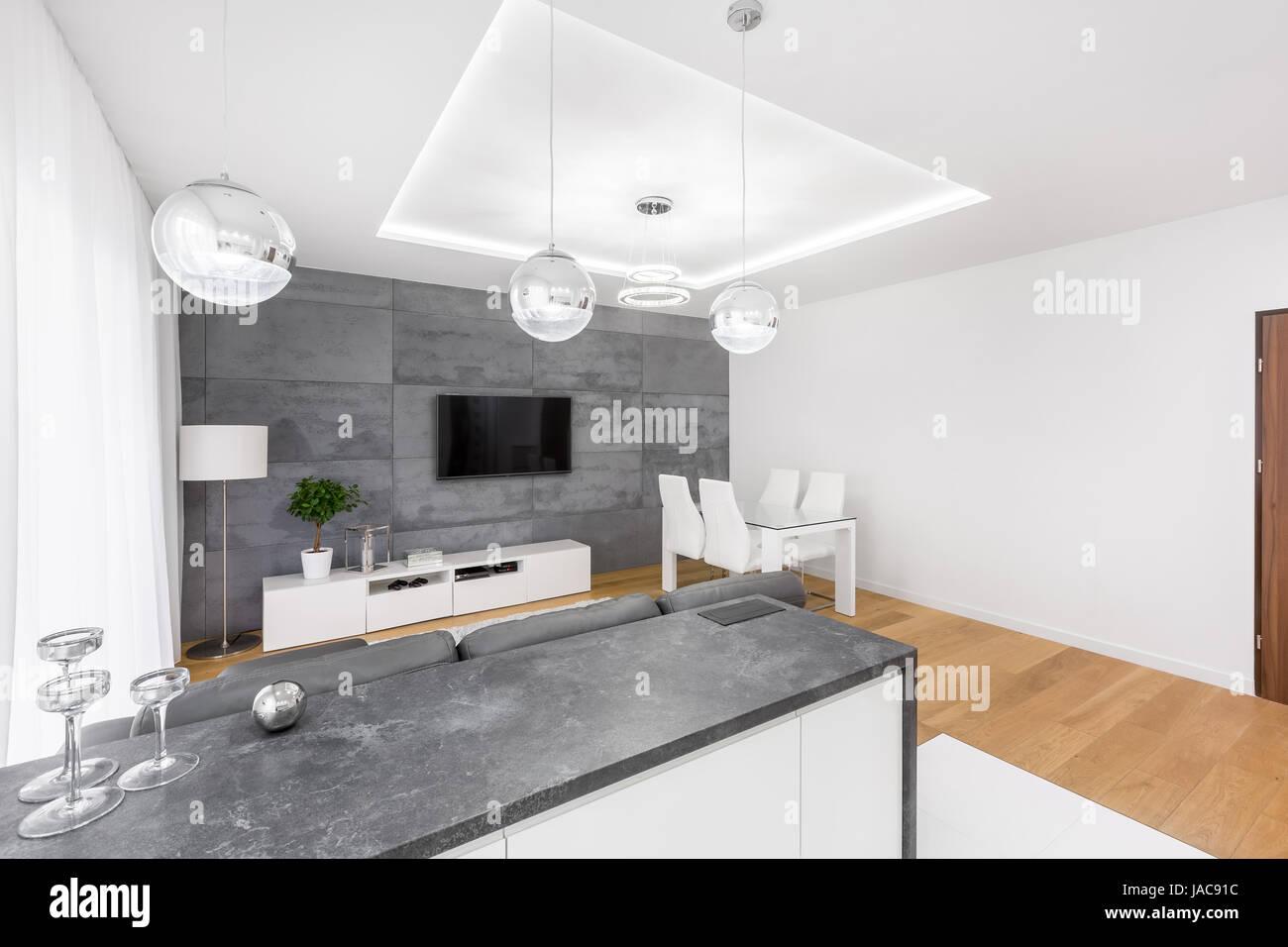 Modernes Wohnzimmer Mit Abgelegten Decke Tv Lampen Und Betonwand With Wohnzimmer  Lampen Decke
