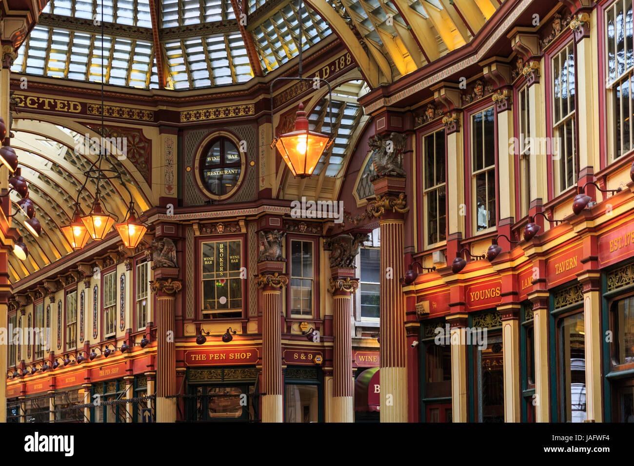 Die historischen Leadenhall Markt, innen Arkaden, City of London, London, UK Stockbild