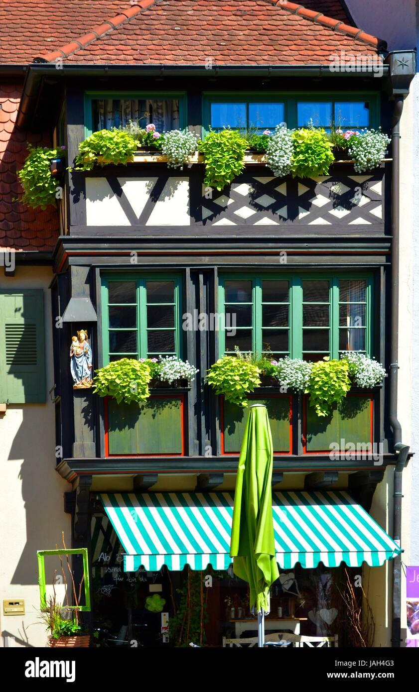 Fenster außen  Schwarzwald, Gengenbach, Gassen, Blumen am Fenster Außen Stockfoto ...