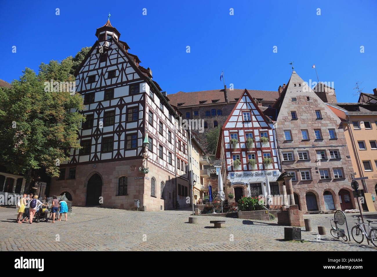 Nürnberg, Altstadt und die quadratischen Tiergaertnertorplatz mit dem Haus Pilatushaus und das Restaurant Albrecht Stockbild