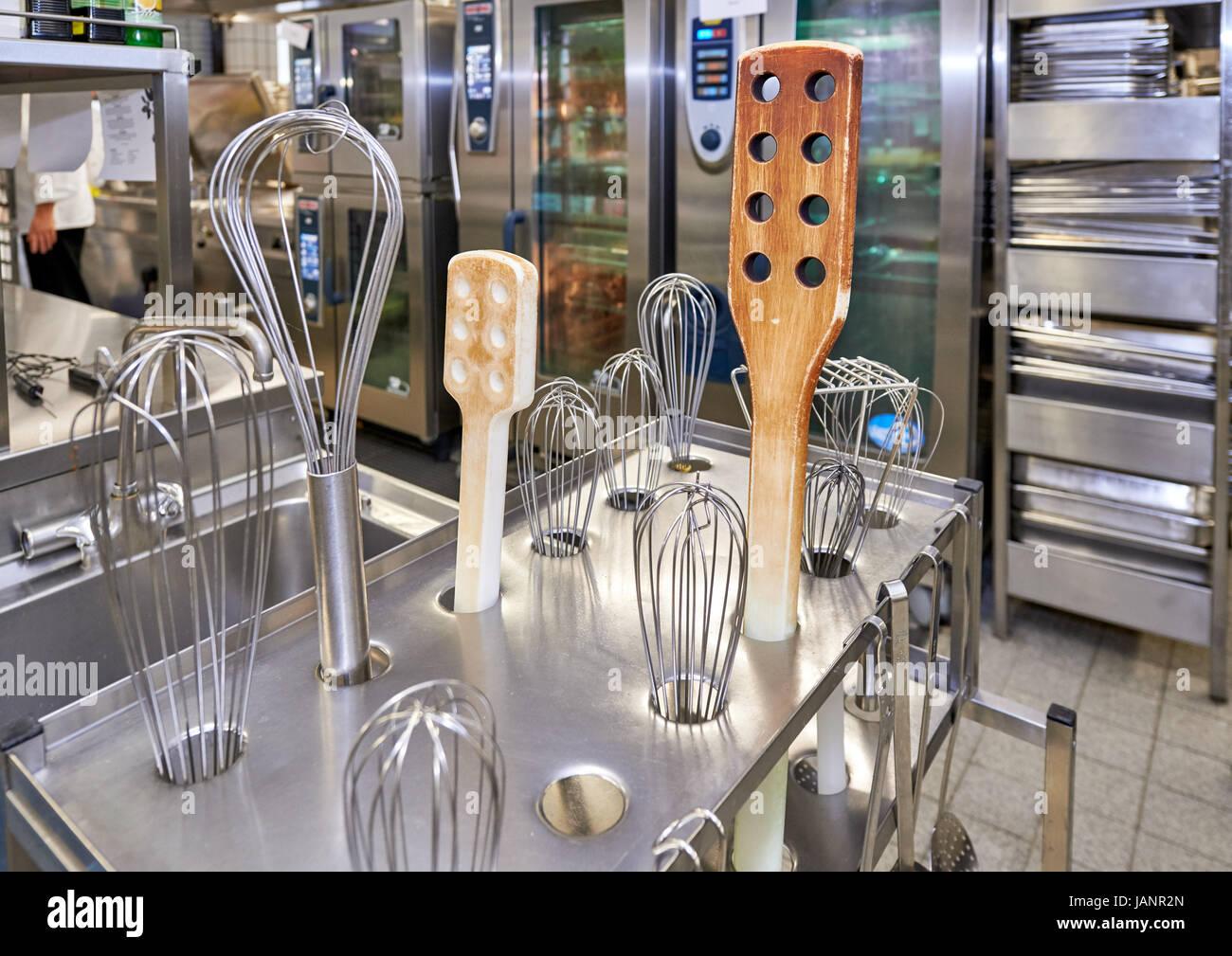 Asiatische Küchenutensilien küchenutensilien stockfotos küchenutensilien bilder alamy