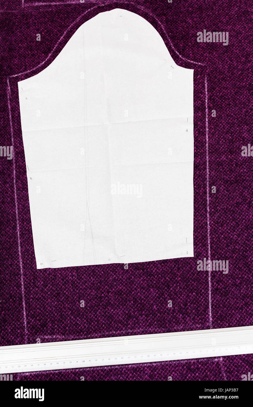 Dressmaking Paper Pattern Stockfotos & Dressmaking Paper Pattern ...