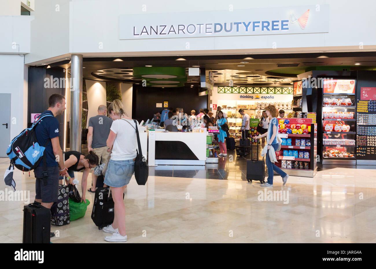 Duty Free Shop, Flughafen von Lanzarote, Lanzarote, Kanarische Inseln, Europa Stockbild