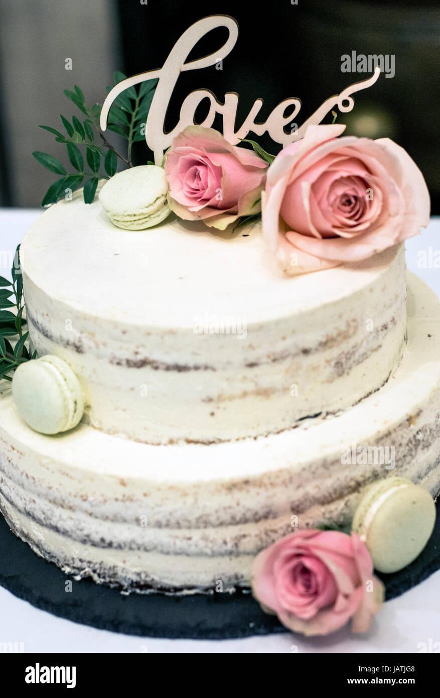 Wunderschone Hochzeitstorte Mit Sahne Mit Text Liebe An Der Spitze