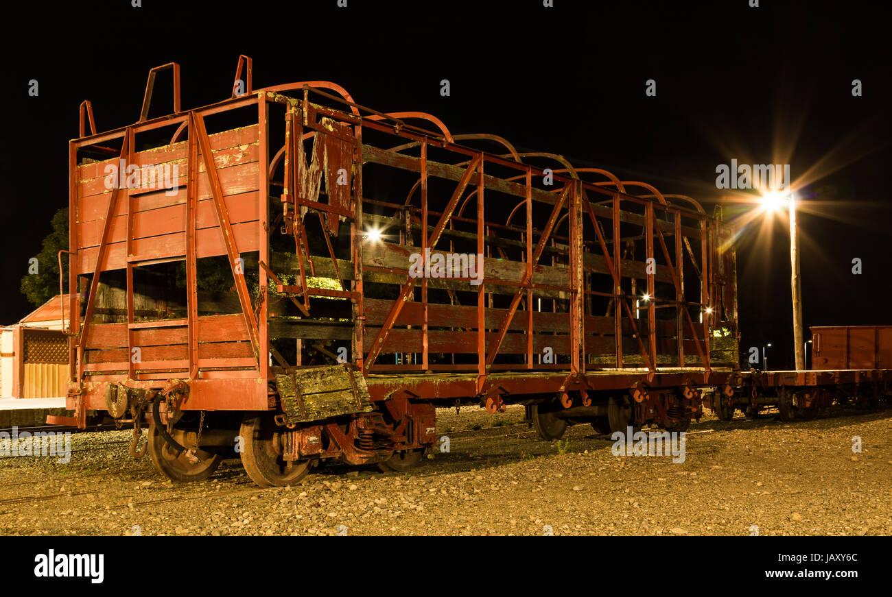 Eine sehr alte Eisenbahnwaggon mit den meisten davon Rahmen Stahl ...