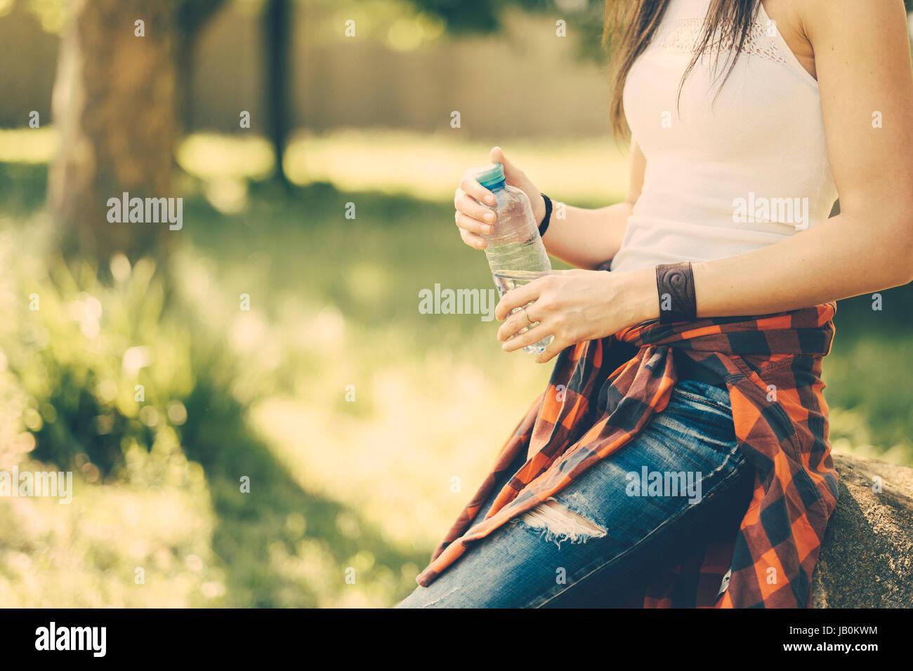 Festivalsommer Frau im freien Stockbild
