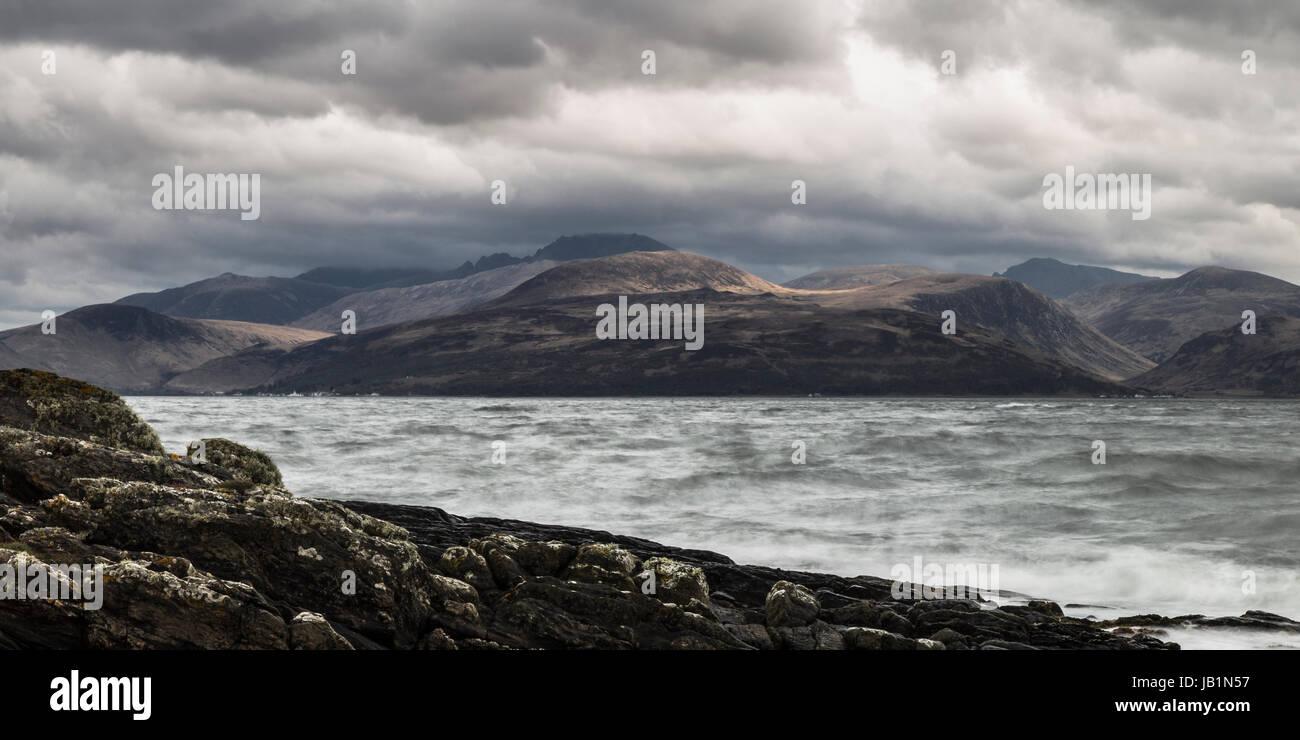Panorama-Foto der Isle of Arran von Kintyre Küste wie das Wetter aussieht droht Stockbild