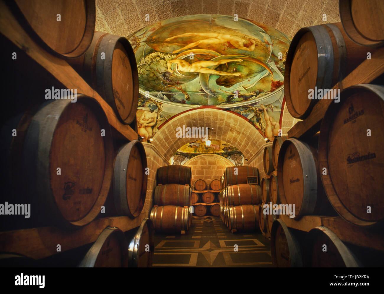 ITALIENISCHER Wein Altern Fasskeller von Mastroberardino mit handgemalten Fresken kombinieren das Weingut Ethos Stockbild