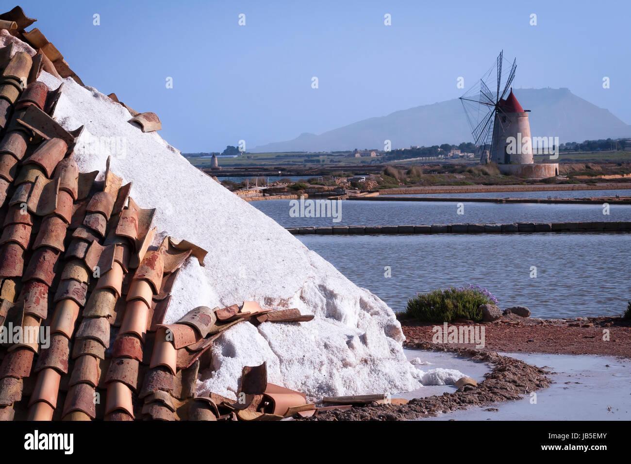 Salinen, Marsala, Sizilien, Italien. Stockbild