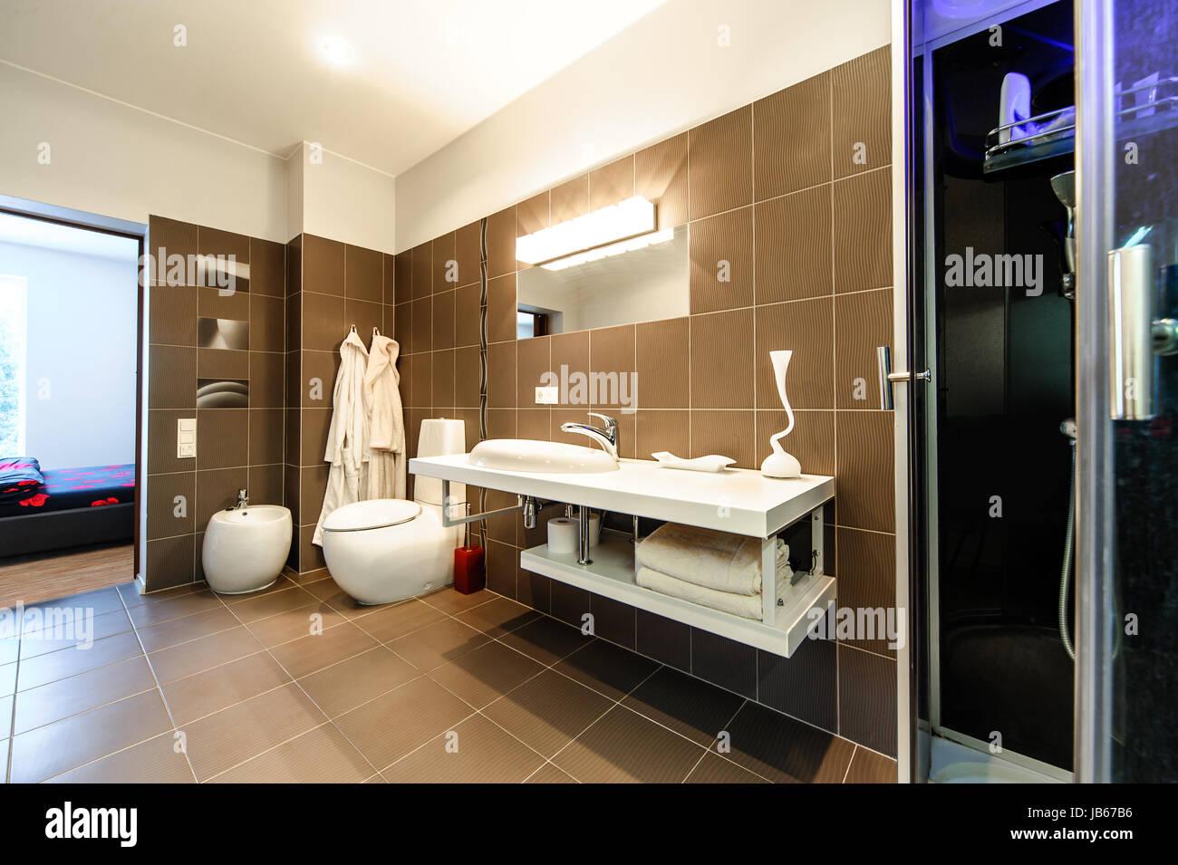 Modernes Badezimmer Luxus-Interieur Stockfoto, Bild: 144581674 - Alamy