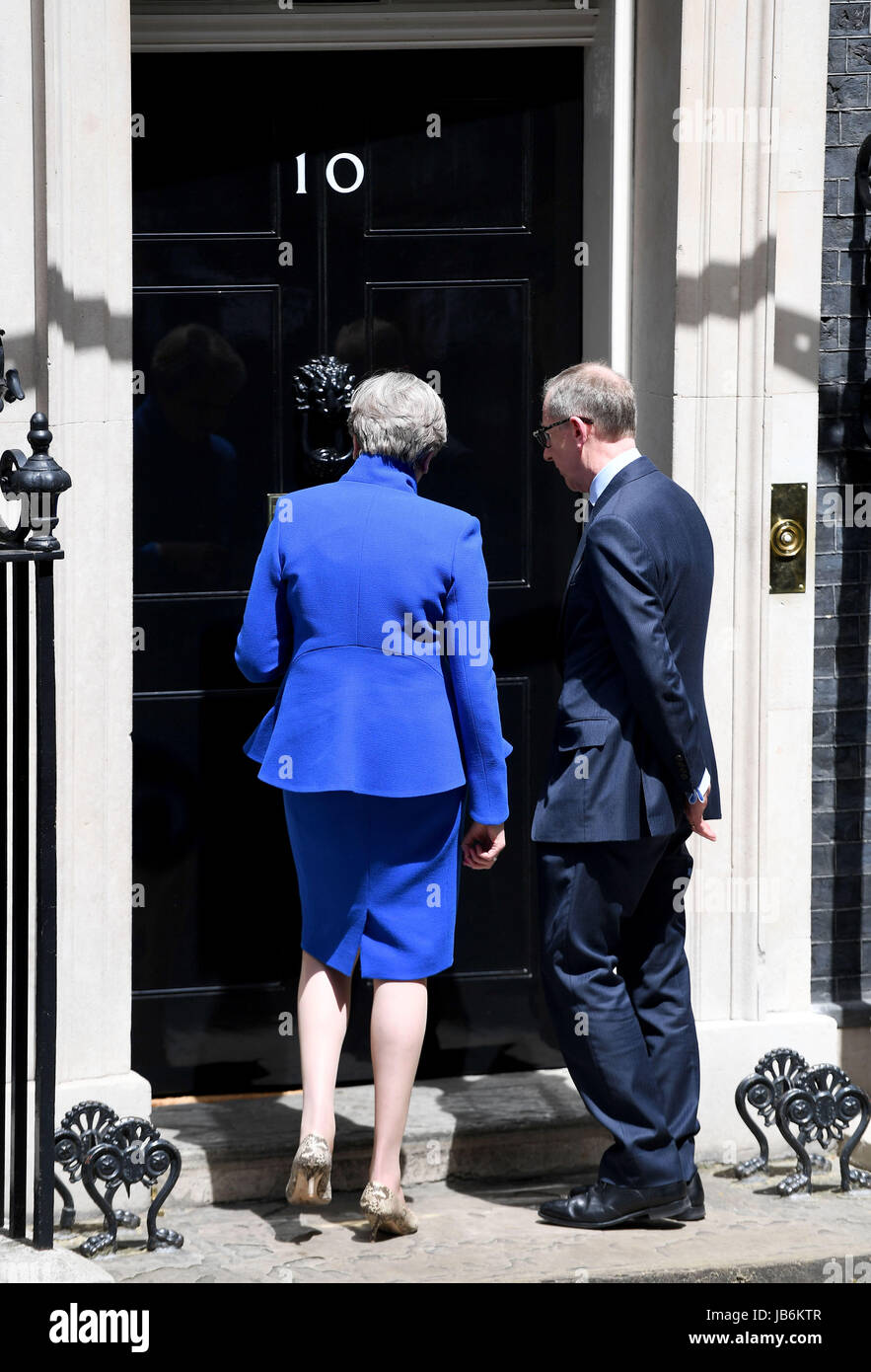 London, UK. 9. Juni 2017. Premierminister Theresa May und Ehemann Phillip Credit: Finnbarr Webster/Alamy Live News Stockbild