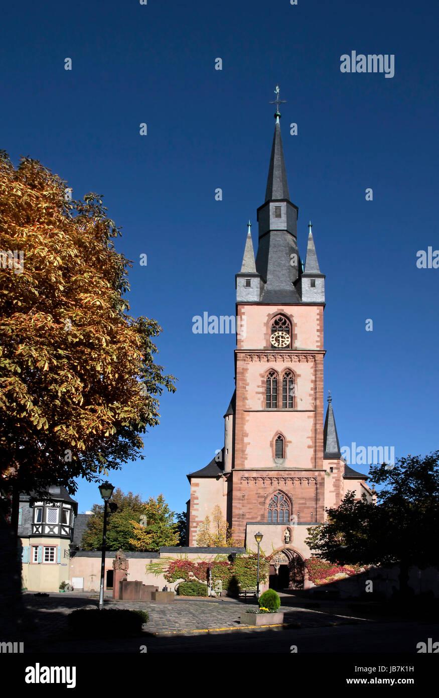 Katholische Pfarrkirche St. Valentinus in Kiedrich, Rheingau, Hessen, Deutschland Stockbild