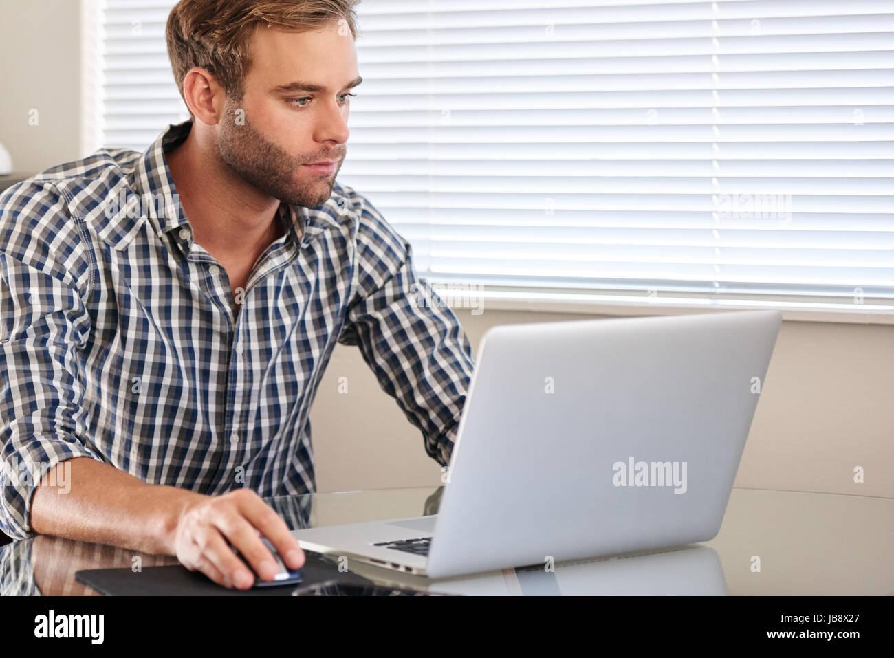 Sie haben ein Problem mit Ihrem PC, möchten einen Drucker eingerichtet bekommen oder eine Hilfestellung zu einem.